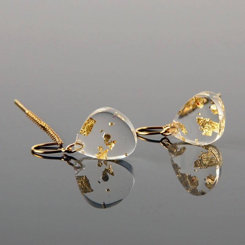 boucle d'oreille transparente